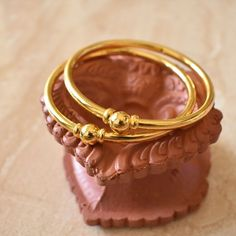 Bangles Plain Got - Rishabh Gold Gold Ring Designs, Gold Bangles Design, Gold Earrings Designs, Gold Jewellery Design, Indian Jewelry Earrings, Jewelry Art, Earrings Uk, Baby Jewelry, Egyptian Jewelry