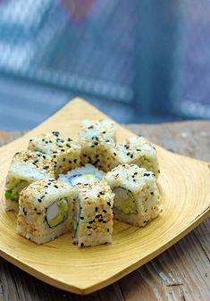 vegan california roll with tofu Vegan Dinner Recipes, Vegan Dinners, Vegetarian Recipes, Cooking Recipes, Vegetarian Sushi Rolls, Veggie Sushi Rolls, California Roll Recipes, California Roll Sushi, California Rolls