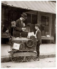 Peanut vendor, Wilmington, Delaware, 1910