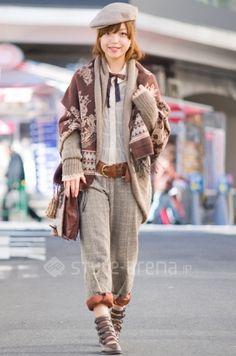 In Harajuku.  Robe/古着  Shirt/古着  Slacks/古着  Scarves/古着  Hunting Cap/古着  Belts/?  Earrings/PARCO  Boots/古着  Socks/古着  Shoulder Bag/古着...