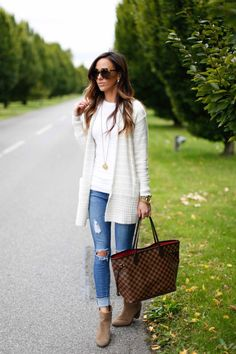 25 Creative Reppined Fall Outfit for Women ---------------------------------------------------------------An Elegant White Dress With Long Coat For Women To Look Creative Re Casual Outfits For Teens, Mom Outfits, Trendy Outfits, Fall Winter Outfits, Winter Fashion, Elegant White Dress, Cardigan Outfits, White Cardigan Outfit, Striped Cardigan