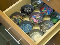 This time of year there's no one more highly organized than a teacher. In addition to getting all those seating charts, lesson plans, and assignments in hand, an ultra-tidy classroom space makes all the rest of those tasks easier. So you can bet teachers keep their rooms and desks shipshape. Luckily, that means there's lots of smart, crafty, even downright cheap ideas out there to crib from.