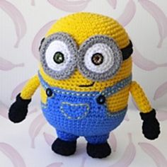 Bob Minion free pattern (scroll down for English version) She also has the patterns for Stuart and Kevin! Amigurumi Queen