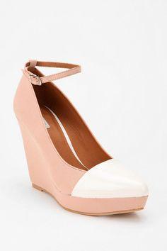 Pretty in pink #urbanoutfitters#toecap #platform #wedge