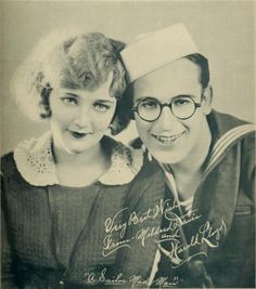 "Kittyinva: 1921 Mildred Davis and Harold Lloyd in publicity for ""A Sailor Made Man"". From Silent Film Time Capsule, FB. Silent Screen Stars, Silent Film Stars, Vintage Movie Stars, Vintage Movies, Silent Comedy, Harold Lloyd, Old Hollywood Actresses, Comedy Films, Hollywood Walk Of Fame"