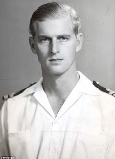 *PRINCE PHILIP ~ in 1947 when he was Lieutenant Philip Mountbatten. The most Germanic prince of all. Be still my heart. William and Harry don't even come close to being as gorgeous as their grandpa. Young Prince Philip, Queen And Prince Phillip, Prince And Princess, Prince Charles, Elizabeth Philip, Princess Elizabeth, Queen Elizabeth Ii, Princess Diana, Windsor