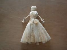 We made these old-fashioned dolls this weekend and they were a big hit. I keep thinking this one needs a cute little bonnet and she& be pe. Corn Husk Crafts, How To Make Corn, Corn Husk Dolls, Halloween Crochet, Crafty Craft, Crafting, Crafts For Girls, Native Art, Paper Dolls