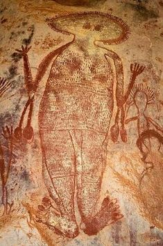 Wandjina paintings are unique to the Kimberley of Western Australia. Wanjina are shape-changing anthropomorphic beings associated with rain. Ancient Discoveries, Aboriginal Painting, Mystery Of History, Outdoor Sculpture, Australian Art, Indigenous Art, Art For Art Sake, Ancient Aliens, Ancient Artifacts