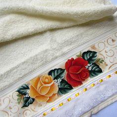 Toalha de rosto da marca Casa In (Karsten) pintada a mão,barrado em bordado inglês.  Medida:0,49cmx0,80cm .Para decorar seu banheiro com estilo e exclusividade,ou presentear .Produto de ótima qualidade.