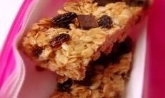 Muesli bars are an easy snack to drop into your kids' lunch boxes but they can be expensive - and full of sugar, fat and who knows what else! Try making these healthy homemade muesli bars instead - your kids won't taste the difference. Snacks To Make, Easy Snacks, Homemade Muesli Bars, Snacks Homemade, Making Peanut Butter, Breakfast Bars, High Tea, Good Food, Yummy Food