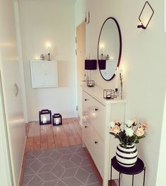The post appeared first on Wohnung ideen., - The post appeared first on Wohnung ideen., The post appeared first on Wohnung ideen. Hallway Table Decor, Hallway Decorating, Hallway Ideas, Ikea Hallway, Entryway, Luxury Apartments, Small Apartments, Small Hallways, Apartment Living