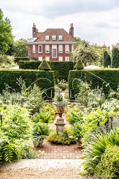 The stunning sunken garden at Fenton House in Hampstead, London. Fenton House is a historic home run as a museum by the National Trust. Hampstead House, Hampstead Village, Hampstead London, Hampstead Heath, Beautiful Places To Visit, Cool Places To Visit, Places To Go, Sunken Garden, Walled Garden