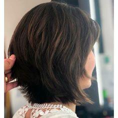 Makeup 2018 chanel 20 ideas makeup - makeup in 2019 Medium Shag Haircuts, Short Bob Hairstyles, Cool Haircuts, Hair Again, One Hair, Hair Dos, Medium Hair Styles, Short Hair Styles, Stylish Short Hair