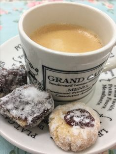 Palha Italiana macia e biscoito de baunilha e goiabada.
