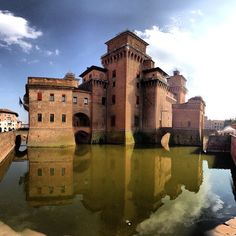 """Castello Estense in #Ferrara"" - Instagram by @everythingeverywhere, Ferrara province, Emilia Romagna region Italy"