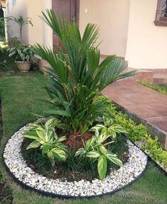 Front Yard Garden Design, Front Garden Landscape, Small Front Yard Landscaping, Garden Yard Ideas, Backyard Garden Design, Tropical Landscaping, Small Garden Design, Landscaping With Rocks, Outdoor Landscaping