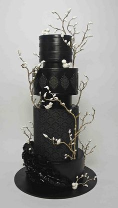 Black wedding cake with gold branches and white sugar flowers buds by Christine Pereira country chocolat mariage cake cake country cake recipes cake simple cake vintage Black Wedding Cakes, Elegant Wedding Cakes, Elegant Cakes, Beautiful Wedding Cakes, Beautiful Cakes, Amazing Cakes, Cake Wedding, Purple Wedding, Gold Wedding