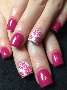 Don't like the square nails but I do like the pattern!