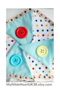 Love the bright colours! Check out this Gender neutral Baby Bunting, - ideal for any child's bedroom, Click through to my shop - custom orders welcomed too! on Etsy Grey Nursery Boy, Nursery Decor Boy, Nursery Neutral, Nursery Ideas, Playroom Decor, Nursery Themes, Wall Decor, Baby Bunting, Nursery Bunting