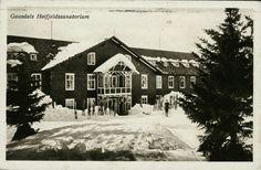Oppland fylke Gausdal kommune GAUSDALS HØIFJELDSSANATORIUM. Nærmotiv, vinter. Folk og ski utenfor. Utg NLR Norsk Lystryk. Stemplet 1918