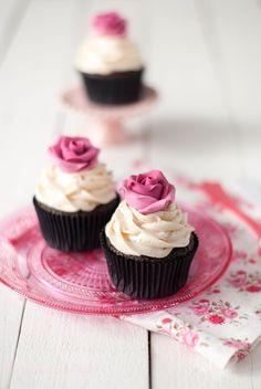 The Sweetest Taste: Cupcakes de dos chocolates con fresas
