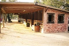 Lovely shed row. Great space for the horses, good working area in front. Aesthetically pleasing.