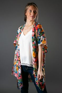 Black Floral Kimino Floral Kimono, Kimono Top, Rose Gold Sandals, Trendy Tops For Women, V Neck Tops, Casual Wear, Going Out, Dress Up, Womens Fashion