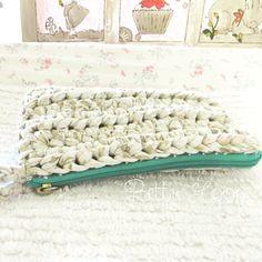 Added a cute bright zipper to this crochet makeup bag! Made with fabric yarn. #bettyloops #handmade #etsy #etsyshop #supportsmallbusiness #shopsmall #etsyusa #etsyforall #etsyfavorites #etsyelite #crochetaddict #crochetbag #clutchbag #crochetclutch #makeupbag #fabricyarn #tshirtyarn #floral #floralprint #modernvintage #vintagestyle