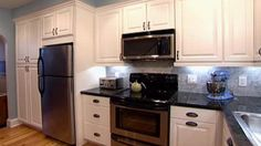 This video explains how to complement countertops with flooring and vice versa. http://www.hgtv.com/videos/countertop-and-flooring-color-0108693