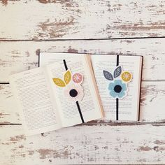 Bookmark Set - Gift for Book Club - Bookworm Gift - Elastic Band Bookmarks - Booklover Gift - Reader Gift - Bookish - Bibliophile Gift Gifts For Bookworms, Gifts For Readers, Great Teacher Gifts, Teacher Appreciation Gifts, Book Lovers Gifts, Book Gifts, Friend Book, Have A Happy Day, My Bookmarks