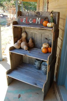 potting table of reclaimed wood.  I <3 reclaimed wood.
