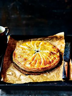 Paul Hollywood: Beef and potato pithivier British Baking Show Recipes, British Bake Off Recipes, Great British Bake Off, Gourmet Recipes, Cooking Recipes, Savoury Recipes, Meal Recipes, Family Recipes, Recipies
