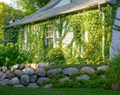 Landscape Boulder Retaining Walls Design, Pictures, Remodel, Decor and Ideas Retaining Wall Cost, Boulder Retaining Wall, Retaining Wall Design, Garden Retaining Wall, Landscaping With Boulders, Landscaping Retaining Walls, Outdoor Landscaping, Hillside Landscaping, Landscaping Ideas