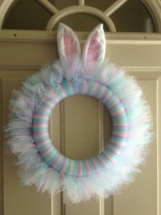 Easter tulle wreath with bunny ears Tulle Projects, Tulle Crafts, Wreath Crafts, Diy Wreath, Wreath Ideas, Easter Wreaths, Holiday Wreaths, Holiday Crafts, Diy Spring Wreath
