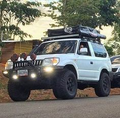 Excelente Merú Créditos al Dueño #Aventura4x4 #offroad #only4x4 #vzla4wd #toyota #trd #viper #landcruiser4wd #rzj90 #landcruiser90 #meru #unavidanoessuficiente #Ruedasinlimites Toyota Lc, Lexus Gx470, Toyota Land Cruiser Prado, Suv Trucks, Car Repair Service, Modified Cars, Offroad, Rally Car, Rigs