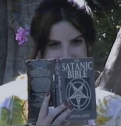 Grunge Goth, Soft Grunge, Nu Goth, Born To Die, Grunge Style Outfits, The Satanic Bible, Lila Baby, Arte Dope, Indie