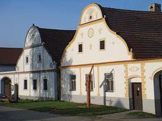 [World Heritage] Holašovice Historical Village Reservation - Czech Republic Beaufort Castle, Europe Centrale, Prague Czech Republic, List Of Countries, Heritage Center, Saint Jean, Chapelle, Central Europe, World Heritage Sites