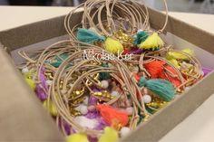 Χειροποίητα μαρτυρικά βάπτισης βραχιολάκια με φούντα σε πολλά χρώματα
