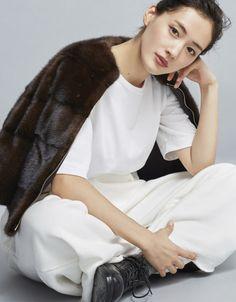 綾瀬はるか Beautiful Person, Beautiful Asian Girls, Beautiful Women, Japanese Beauty, Japanese Girl, Star Fashion, Womens Fashion, Asian Celebrities, Japan Fashion