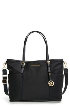 Beautiful diaper bag...great for quick everyday outings because its kind of small.