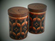 A Hornsea Pottery salt and pepper shaker set with solid teak lids. Great retro cruet in 1970s brown Heirloom design.