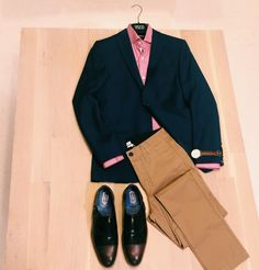 Don't be afraid to break up your suits! Wear your blazer with a pair of chinos for a modern twist!  Blazer: @jlindebergjournal  Shirt: #circleofgentlemen Pants: @filippa_k Watch: @danielwellingtonwatches Shoes: @ted_baker #dapper #workcasual #menstyle #mensfashion #montreal #Fall2014#vscocam