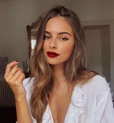 Red lips, white romantic blouse and golden details by 🌹 Red Lip Makeup, Glam Makeup, Pretty Makeup, Skin Makeup, Makeup Looks, Grunge Hair, Hair Looks, Natural Makeup, Makeup Inspiration