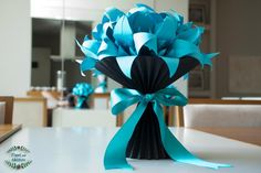 Vaso de Lírios em Origami com vaso plissado,