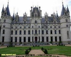 30 Deslumbrantes Castelos da França, Veja em detalhes no site http://www.mpsnet.net/portal/Lugares/Lugar001.htm #cursos via @mpsnet