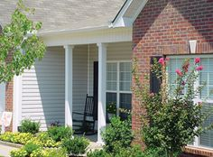 DSI Square Smooth Columns help improve the curb appeal of your house, and are durable. Made of Aluminum with state-of-the-art powder coating applied