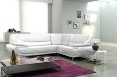 Sofá de diseño modelo Luana, fabricado en material polipiel de color #blanco de gran calidad y confort. Su respaldo alargado e inclinado conseguirá el máximo descanso. Precio: 699€ #interiorismo #moderno #mobiliario #minimalista #diseño #sofa #divan #sillon #design #white