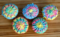 pinwheel cupcakes..they look really cool but are really easy to do!