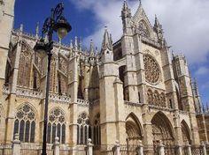 La Catedral de Leon monumental- Leon, Spain