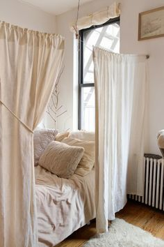 Amazing-Small Bedroom-Decor-Ideas Do you have a small bedroom? Then this is the perfect ideas for you. Great ideas for usefulness Small Bedroom Decor. Small Bedroom Designs, Small Room Design, Bedroom Small, Design Room, House Design, Bed Design, Small Bedroom Decor On A Budget, Small Bathroom, White Bedrooms